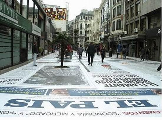 gazeta Газета El Pais «вымостить» главную улицу Монтевидео гигантскими страницами
