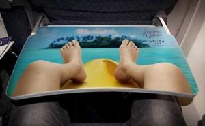 preview 600 370 300x185 Реклама курорта Аруба разместилась на столиках внутри самолетов