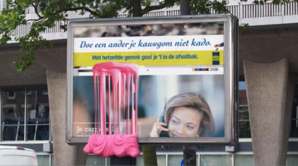 Affichage JCDecaux innovate outdoor NL cheving gum alternatif Залипший партизанский дисплей