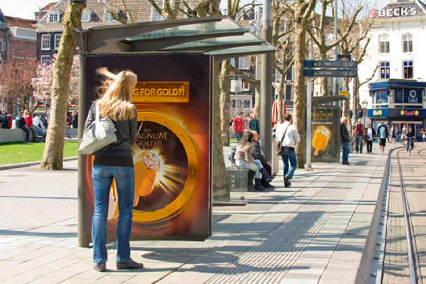 Magnum gold outdoor pays bas marketing alternatif street JCDecaux Innovate Unilever В Нидерландах прохожие вскрывают сейфы