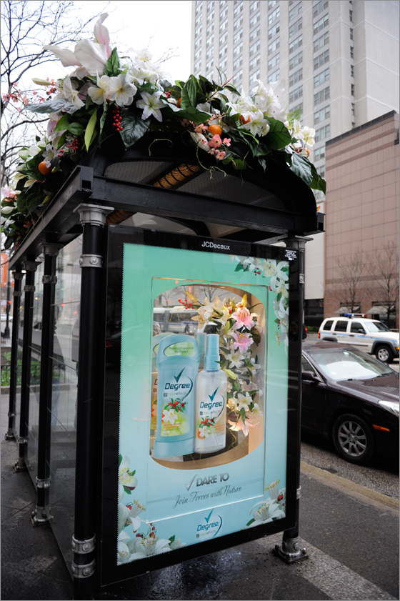 affichage alternatif new york ny degree flowers fleurs ambient marketing tactique outdoor Автобусные остановки зацвели